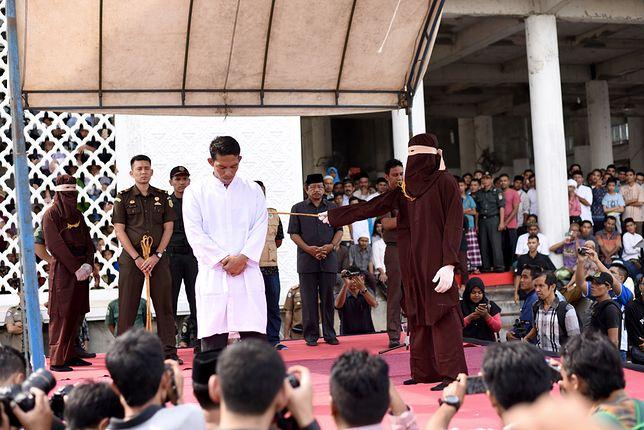 Jest coraz więcej chętnych pań do tego, aby publicznie wykonywać karę chłosty