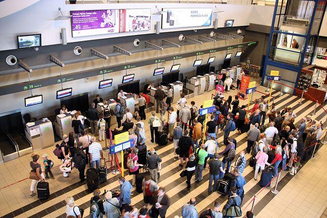Na polskich lotniskach jest coraz więcej turystów