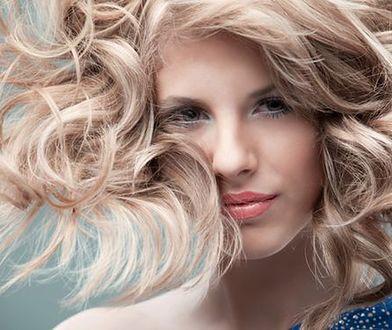 Jak samodzielnie rozjaśnić włosy? Istnieje wiele domowych metod