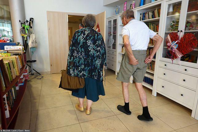 Seniorzy często idą na prezentacje z nudów