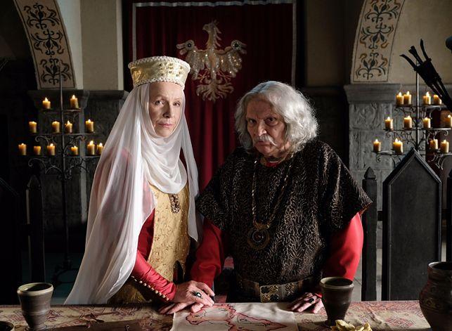 """Widzowie kpią z """"Korony królów"""": """"Zbieramy firanki i koce na kostiumy"""". Jest aż tak źle?"""