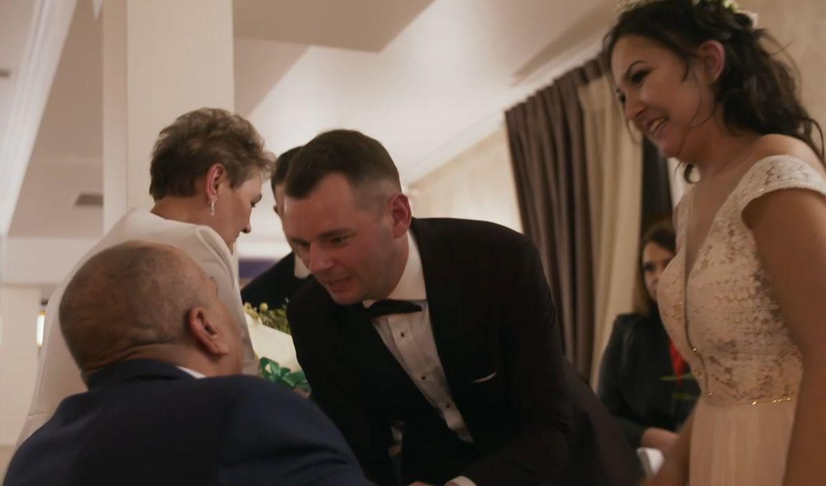 """Paweł ze """"Ślubu od pierwszego wejrzenia"""" podczas rozmowy z teściem"""
