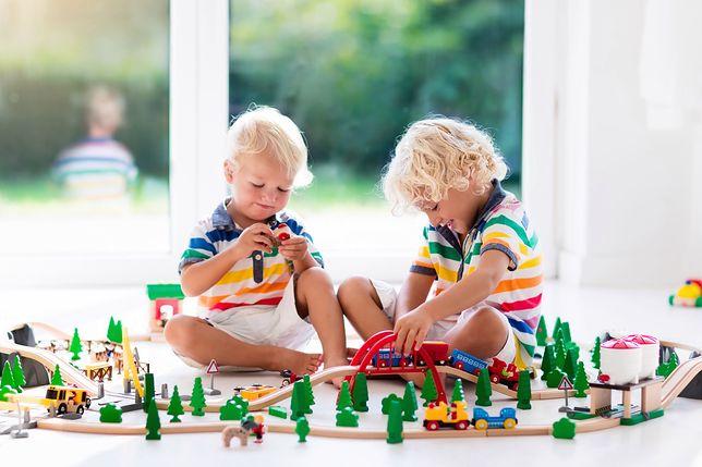 Twoje dzieci marzą o zabawkowej kolejce? Znaleźliśmy najlepsze zestawy