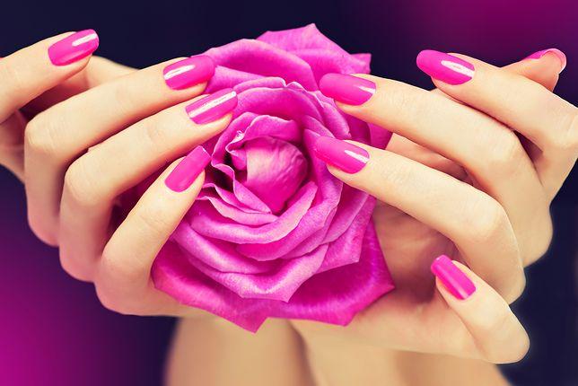 Różowe paznokcie - pomysły na manicure w odcieniach różu