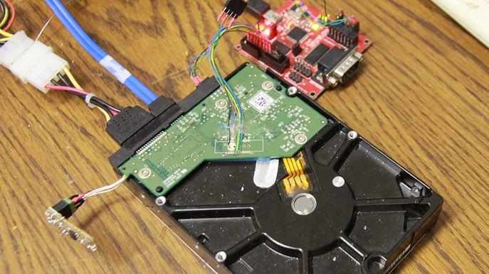 Linux zainstalowany na twardym dysku – firmware pomieści też malware