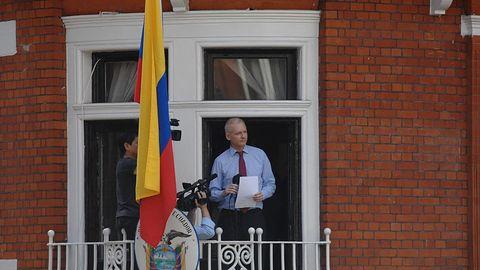 Julian Assange wciąż bez Internetu. Odpowiedzialność wzięły władze Ekwadoru