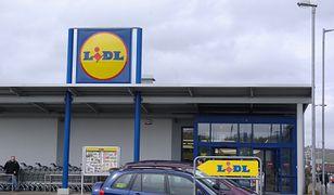Lidl deklaruje, że pracuje z dostawcami, by zapewnić więcej opakowań biodegradowalnych.