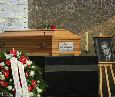 Pogrzeb Karola Modzelewskiego na Cmentarzu Powązkowskim w Warszawie