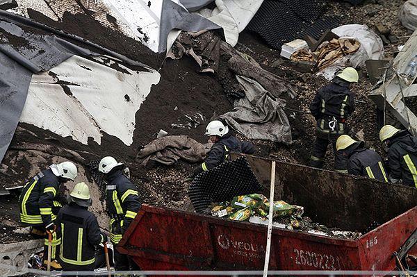 Zawaliła się kolejna część dachu supermarketu w Rydze