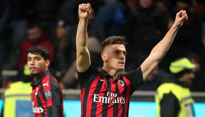 21061c301 Krzysztof Piątek już strzela dla AC Milan! Zobacz jego gole w meczu z Napoli