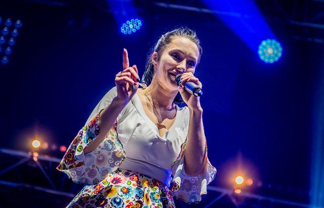 Emilia Sanecka, wokalistka Daj to głośniej