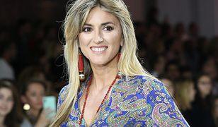 Karolina Szostak wybrała wzorzystą sukienkę na wiosnę
