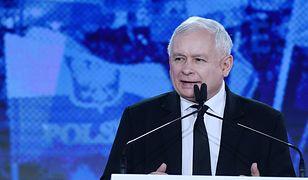 Lech Wałęsa naśmiewa się z Jarosława Kaczyńskiego. Wypomina mu niefortunne wykonanie hymnu