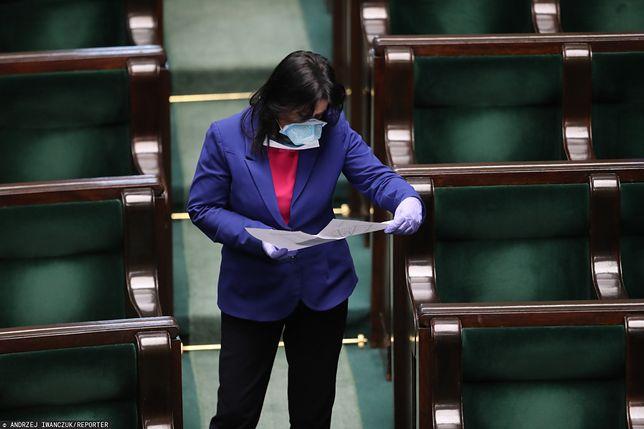 Według rzeczniczki PiS Anity Czerwińskiej, zmiany w kodeksie wyborczym są zgodne z konstytucją
