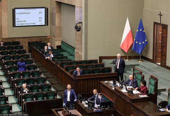 Koronawirus w Polsce. Sejm zmienił nocą Kodeks wyborczy