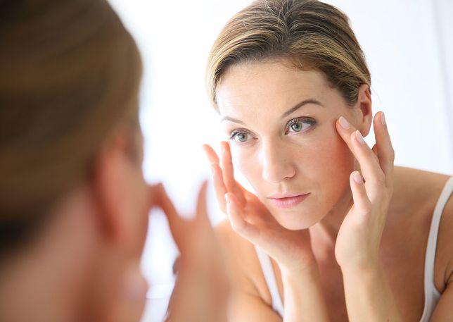 Gładka skóra w każdym wieku? To możliwe! Podpowiadamy jakie kosmetyki przeciwzmarszczkowe wybrać
