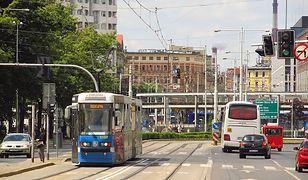 Wrocław: Zmiany w MPK, w święta wielkanocne autobusy i tramwaje pojadą inaczej.