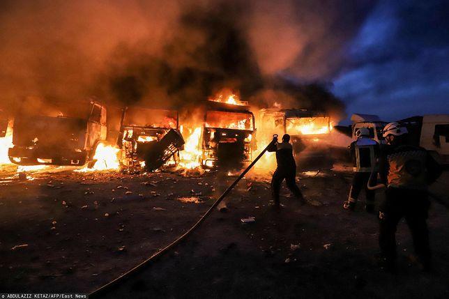Pożary po rosyjskich nalotach w Idlib