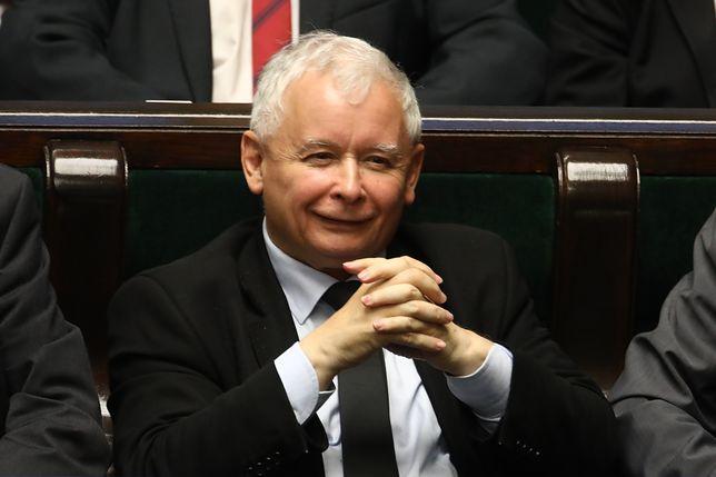 """Stylistka ocenia Jarosława Kaczyńskiego. """"Przemiła, szarmancka osoba i dżentelmen"""""""
