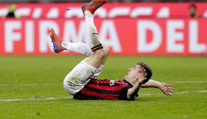 3bea0d118 AC Milan - US Sassuolo: Krzysztof Piątek dusił się, ale podał tlen ...