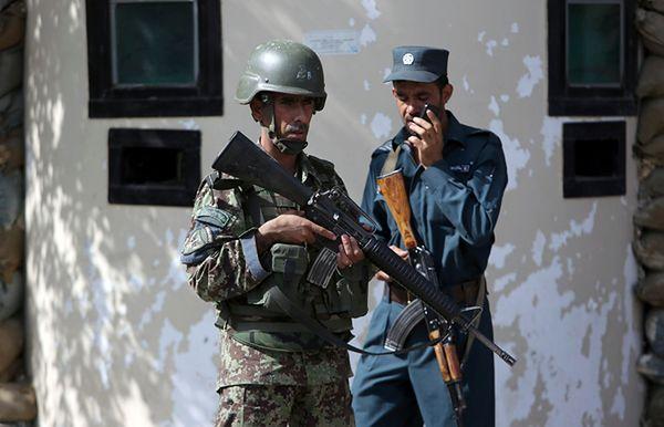 Funkcjonariusze afgańskich sił bezpieczeństwa