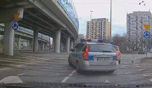 Policja łamie przepisy.