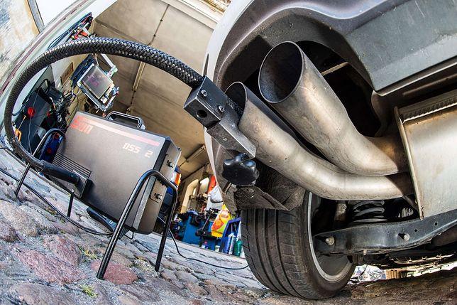 Parlamentarzyści zastanawiają się też nad karami sięgającymi 5 tys. zł dla właścicieli trujących aut
