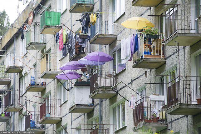 Balkon to część mieszkania czy część wspólna? Palacze mają swoje zdanie