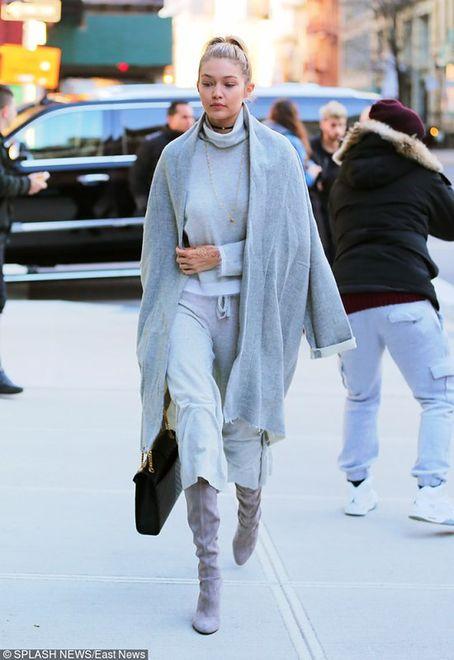"""Gigi Hadid w """"CR Fashion Book"""""""