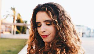 Jak zrobić makijaż wieczorowy? Sposób na trwały, piękny i efektowny makijaż