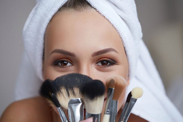 Rozświetlacz do twarzy, podobnie jak podkład, musi pasować do kolorytu twarzy
