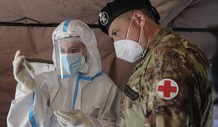 """Koronawirus. Włochy walczą z pandemią. Tylko jeden region """"białą strefą"""""""