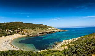 Turyści z Francji ukradli 40 kg piasku z Sardynii. Przewozili go w butelkach