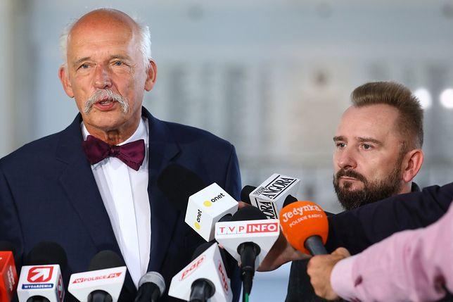 Janusz Korwin-Mikke i Piotr Liroy-Marzec na konferencji prasowej w Sejmie.