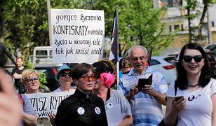 Prokuratura przychyliła się do wniosku do posłanki PiS Anny Sobeckiej i sprawdzi czy feministki obrażały o. Tadeusza Rydzyka