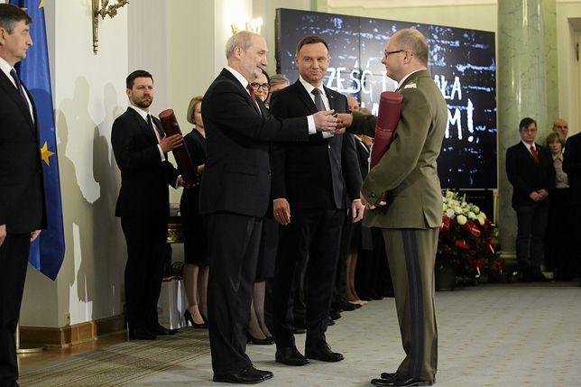 Certyfikaty bezpieczeństwa zostały cofnięte dzień po odmowie proponowanych przez MON awansów generalskich