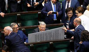 """Sejm. Marek Suski narysował karykaturę. """"Myszka agresorka"""""""