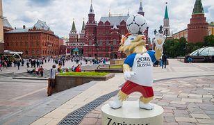 Plac Czerwony to wizytówka Moskwy. Rozległy teren otoczony jest najbardziej znanymi budowlami w mieście