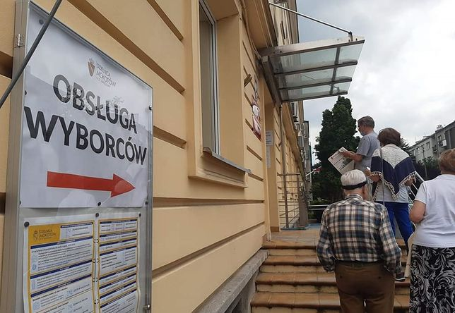Warszawa. Podpowiadamy jak głosować w drugiej turze poza miejscem zameldowania. (fot. Materiały WP)