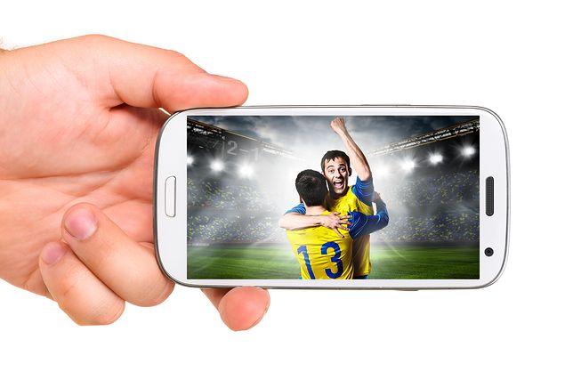 Bukmacherzy na urządzeniach mobilnych. Co warto wiedzieć o aplikacjach oferowanych przez bukmacherów?