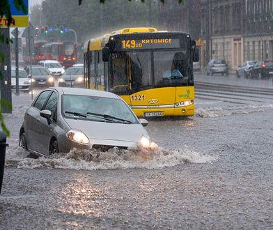 Pogoda. Służby wciąż walczą ze skutkami ulewy w Katowicach, jednak sytuacja jest już opanowana