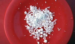 Saletra amonowa - azotan amonu. Powszechnie dostępna substancja, która może być niebezpieczna