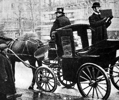 Kazimierz Prószyński filmujący za pomocą aeroskopu ulice Paryża w 1909 roku