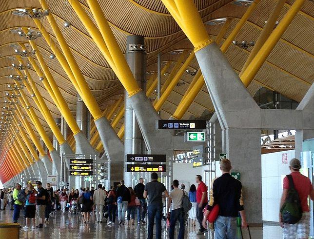 Sklepikarze na hiszpańskich lotniskach muszą iść na rękę pasażerom
