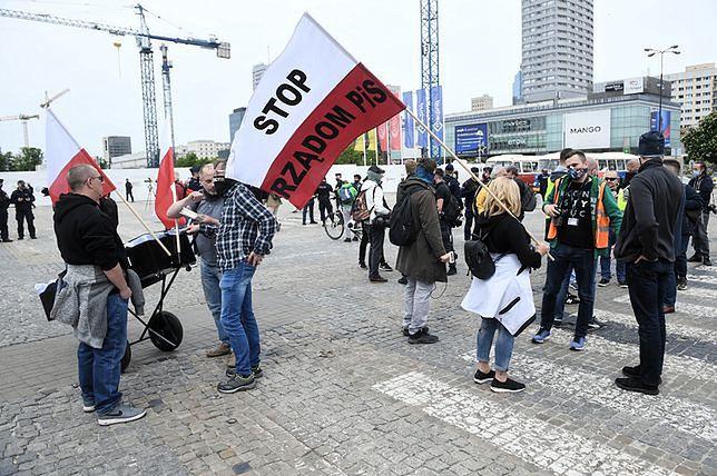Protest przedsiębiorców w Warszawie. Paweł Tanajno zatrzymany przez policję