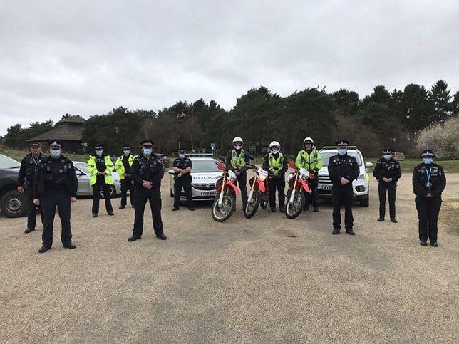 Policjanci zorganizowali akcję przeciwko motocyklistom nielegalnie jeżdżącym po lesie.