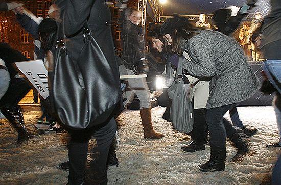 W mrozie i śniegu polonez na kilkaset par - zdjęcia