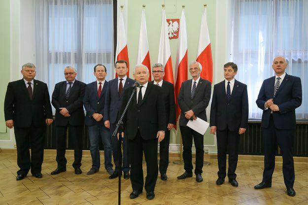 Prezes PiS Jarosław Kaczyński podczas konferencji prasowej, w sprawie powołania Komitetu Budowy Dwóch Pomników
