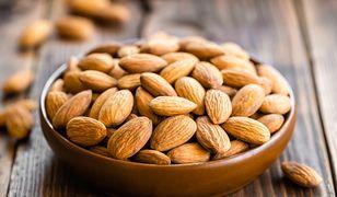 Garść migdałów zjedzona w ciągu dnia na długo zaspokoi głód i dostarczy wielu cennych składników odżywczych