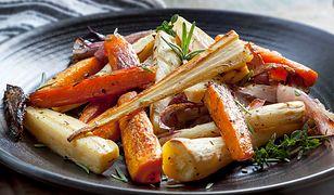 Karmelizowane warzywa z piekarnika. Przepyszny dodatek do dania głównego